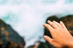Soumettre fin pour d'amitié et d'économie eau et concept d'océan  image stock