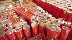 SOUMI, DE OEKRAÏNE - 12 DEC, 2018: Kerstmiscrackers ook als bons-bons in een markt worden bekend, 4k die stock footage