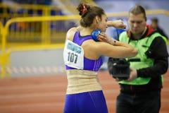 SOUMI, DE OEKRAÏNE - FEBRUARI 9, 2018: Rimma Hordiyenko - win tweede plaats uitvoerend schot gezette poging in vijfkamp stock foto's