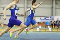 SOUMI, UKRAINE - 18 FÉVRIER 2017 : Finissage de Volodymyr Suprun d'abord en concurrence de sprint de 60m de voie d'intérieur ukra Image stock