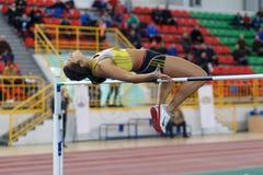 SOUMI, UKRAINE - 17 FÉVRIER 2017 : Rimma Hordiienko - championne dans le pentathlon de l'athlétisme d'intérieur ukrainien Photo stock