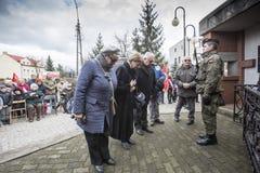 Soumission solennelle des guirlandes au monument des victimes de t Photographie stock libre de droits