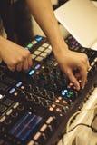 Soundman στον ακουστικό πίνακα Στοκ Εικόνες