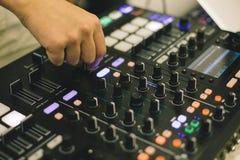 Soundman στον ακουστικό πίνακα Στοκ φωτογραφίες με δικαίωμα ελεύθερης χρήσης