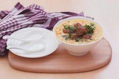 Soup med meatballs och nudlar Fotografering för Bildbyråer