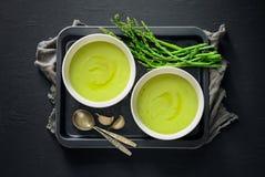 Soupe à Aspargus, vue d'en haut photo stock