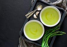 Soupe à Aspargus, vue d'en haut photos stock