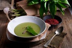 Soupe à asperge de Ramsons photographie stock libre de droits