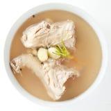 Soupe à bouillon à l'os de poulet Image stock