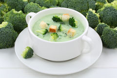 Soupe à brocoli dans la cuvette Photo libre de droits