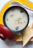 Soupe à champignons avec du pain. Photo stock