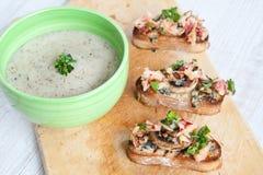 Soupe à champignons crème fraîche Photos libres de droits