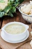 Soupe à chou-fleur dans une cuvette Image libre de droits