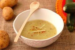 Soupe à courgette avec des pommes de terre Photographie stock