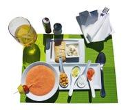 Soupe à Gazpacho et oignons coupés Photographie stock