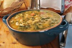 Soupe à haricot blanc et à chou frisé Image libre de droits