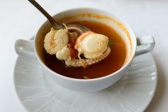soupe à igname de Tom avec des fruits de mer, soupe épicée Photographie stock libre de droits