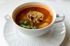soupe à igname de Tom avec des fruits de mer, soupe épicée Image stock
