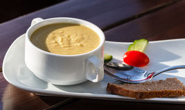 Soupe à lentille avec du pain Photos stock