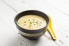Soupe à maïs sur le fond blanc photos stock