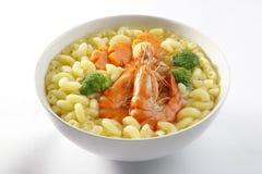 Soupe à macaronis avec le praw Image libre de droits