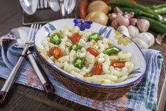 Soupe à macaronis de légumes Photo stock