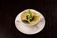 Soupe à moule avec le safran Photos libres de droits