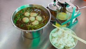 Soupe à porc dans le pot chaud avec du riz Photographie stock libre de droits