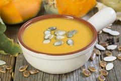 Soupe à potiron avec le plan rapproché de graines Photo libre de droits