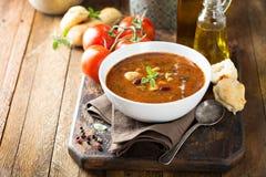 Soupe à tomate avec des haricots et des pâtes Photo stock