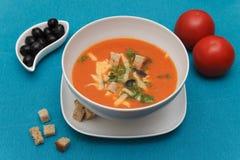 Soupe à tomate avec du fromage et des croûtons Photos libres de droits
