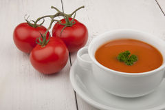 Soupe à tomate avec le persil Photographie stock libre de droits
