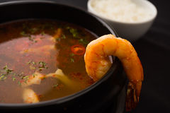 Soupe à tomyum de crevette rose Images stock