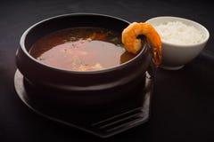 Soupe à tomyum de crevette rose Photographie stock