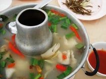 Soupe épicée à crevette de cuisine thaïlandaise Images libres de droits