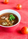 Soupe épicée à tomate avec des fruits de mer Photos stock