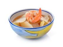 Soupe épicée et aigre avec la crevette et la papaye Photographie stock libre de droits