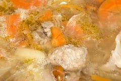 Soupe aigre avec des boulettes de viande photos stock
