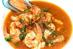 Soupe aigre chaude et épicée à fruits de mer Photos stock