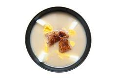 Soupe aigre d'isolement sur blanc photo stock