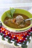 """Soupe aigre roumaine faite maison """"ciorba de perisoare """"à boulette de viande image libre de droits"""
