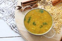 Soupe au Nepali dal - soupe à lentille photo stock