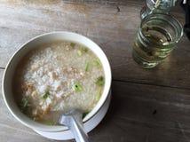 Soupe au riz avec du porc Images libres de droits