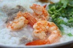 Soupe au riz de crevette rose Photographie stock libre de droits