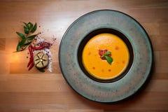 Soupe avec de la purée de pommes de terre Photographie stock