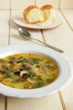 Soupe avec des coeurs de poulet, haricots Images stock