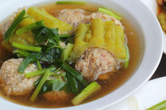 Soupe avec le melon amer avec des côtelettes de porc Image libre de droits