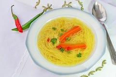 Soupe à boeuf avec des nouilles Image libre de droits