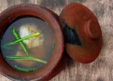Soupe Bulalo (ragoût de moelle /courgette de boeuf) Image libre de droits