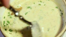 Soupe à champignons bien servie clips vidéos
